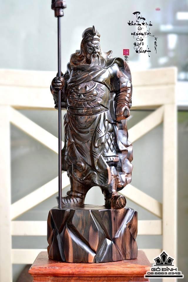 Tượng Quan Công chống đao gỗ Mun Hoa